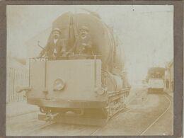 Belle Photo 108 Mm X 84 Mm Sur Carton - Années 1900 -  Locomotive Train - Tire Wagon  - Scan R/V - Trains