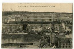 CPA 29 BREST Port De Guerre Caserne Du 2ème Dépot 1910 Bateaux - Brest