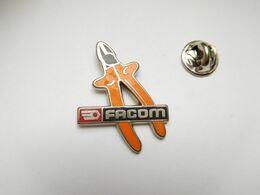 Beau Pin's En Zamac , Marque Outillage Facom , Matériel Bricolage - Trademarks