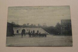 Caserne De La CHARTREUSE > Cour. Entrée Des Chariots ( 2 - Weyns Edit. Bressoux ) Anno 1923 ( See Photo ) ! - Caserme