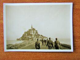 WW2 MONT SAINT MICHEL SOLDATS ALLEMANDS SE RENDANT A PIEDS AU MONT ENTOURE PAR LA MER - Le Mont Saint Michel