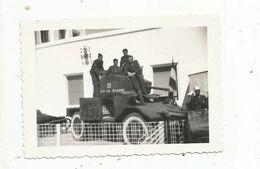 Photographie, Automitrailleuse ,char  ,militaria ,militaires , Foire De RABAT , Maroc , 90 X 60 Mm - Krieg, Militär