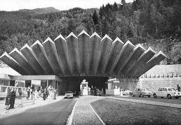 CHAMONIX-MONT-BLANC - Tunnel Sous Le Mont-Blanc - Automobiles - Photo P. Tairraz - Chamonix-Mont-Blanc