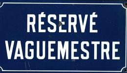 """BOITES A TIMBRES. Plaque émaillée Poste Militaire """"Réservé Vaguemestre"""", 45x25cm, Poids 3kgs. - TB - Boites A Timbres"""