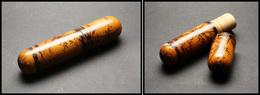 BOITES A TIMBRES. Tube à Messages En Bois, Décor Romantique Peint Main, L.180xdiam.35mm. - TB - Boites A Timbres