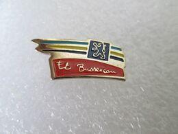 PIN'S    PEUGEOT   ET  BUSSEREAU - Peugeot