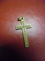 PENDENTIF OCCASION OR 18 K  CROIX OR Religion Catholique 0,88 Grammes Pour 30 Mm X 16 Mm - Poinçon Tête D'aigle - Pendants