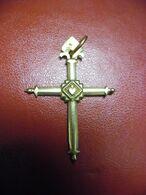 PENDENTIF OR 18 K  CROIX JEANNETTE SAVOYARDE En OR 19 ° Siècle - Religion Catholique 2,48 Grammes Pour 44 Mm X 32 Mm - Pendants