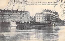 75 - PARIS 04/05 ° - INONDATIONS De PARIS ( Janvier 1910 ) Pont Sully - Seule L'Arche Du Milieu Est Dégagée - CPA Seine - De Overstroming Van 1910
