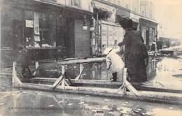 75 - PARIS 07 ° - INONDATIONS De PARIS ( Janvier 1910 ) La Rue Saint Dominique - CPA - Alluvioni Del 1910
