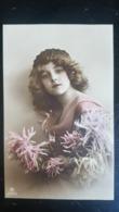Grete Reinwald Avec Coiffe Et Fleurs - Portraits