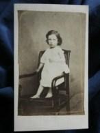 Photo CDV Léon Rosse à St Malo - Jeune Enfant Debout Sur Une Chaise, Second Empire, Circa 1865 L511 - Oud (voor 1900)