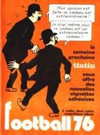 "PUB VIGNETTES ADHESIVE "" FOOTBALL76  "" Avec "" TINTIN  LES DUPONDT ""  1976 (1) - Livres, BD, Revues"