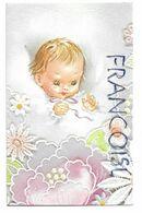 Carte Double. Bébé Dans Son Lit Entouré De Fleurs. - Geboorte & Doop