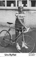 CARTE CYCLISME URS RYFFEL TEAM ITCA 1973 ( DECOUPE, FORMAT 9,5 X 14,8 ) - Radsport