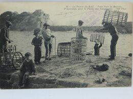 La Pointe Du Raz - Petit Port De Bestree - Preparatifs Pour La Peche Des Langoustes - La Pointe Du Raz