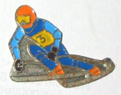 Pin's SKIEUR DE DESCENTE, N° 3 - Sport Invernali