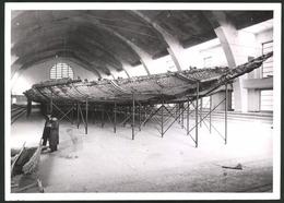 Fotografie Schiffskörper Ca. 2000 Jahre Alt Gehoben Aus Dem Nemi See, Ausgestellt Im Marine Museum Zu Rom 1940 - Foto