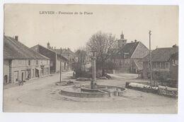 25/CPA  - Levier - Fontaine De La Place - Frankrijk