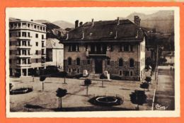 X04062 ( Etat Parfait ) BARCELONNETTE 04-Basses Alpes Place De L'HOTEL De VILLE 1135m Photo-Bromure 1950s COMBIER - Barcelonnette