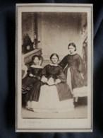 Photo CDV E. Fondary à Paris - Jeune Fille Et Deux Fillettes,  Second Empire Circa 1860-65 L511 - Oud (voor 1900)