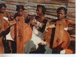 PUBLICITE ALIMENTAIRE AMORA  TIMBRE   MADAGASCAR  FLEURS FILEUSES - Werbepostkarten