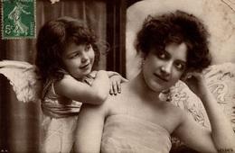 Cpa - FAMILLES - PORTRAITS - La Maman Et Sa Petite Fille - ANGE - ANGEL - ENGEL - Groupes D'enfants & Familles
