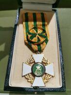 Luxembourg Médaille D'Officier De L'Ordre De La Couronne De Chêne Du Grand-Duché De Luxembourg - Professionals / Firms