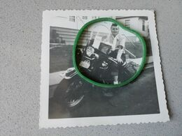 Photo D'époque  Femme En Moto Inscription A L'arrière - Supplies And Equipment