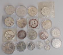 Alle Welt: Kleine Schachtel Mit 20 Silbermünzen, überwiegend Anlage / Silberunzen Aus Verschiedenen - Monete