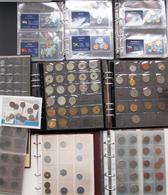 Alle Welt: Ein Karton Mit Kleinmünzen Und Jetons Aus Aller Welt. Dabei 2 Alben Mit Münz-Ausgaben Der - Monete