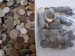 Alle Welt: Kiloware Nicht Durchwühlt: Ca. 8 Kilo An Münzen Aus Aller Welt. Dabei Einige Silbermünzen - Monete