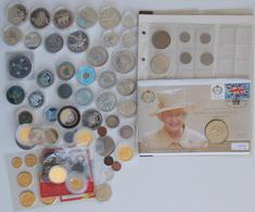 Alle Welt: Eine Schachtel Mit Diversen Münzen Und Medaillen Aus Aller Welt, Dabei Auch Silbermünzen. - Monete