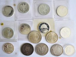 Alle Welt: Kleines Lot Diverse Silbermünzen, Dabei: 9 X 10 DM; USA 1 Dollar 1880; Frankreich 5 FRF 1 - Monete