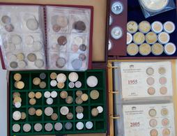 Alle Welt: Münzen Und Medaillen Aus Aller Welt, Aufbewahrt In Alben Und Boxen, Dabei Proben Aus Teue - Monete