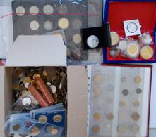 Alle Welt: Sehr Gewichtige Partie In Alben, Schableaux Und Lose In Einem Karton, Dabei Münzen Und Me - Monete