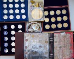 Alle Welt: Umfangreiche Partie Alle Welt In Karton In Verschiedenen Alben, Boxen, Dabei überwiegend - Monete
