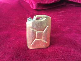Ancien Petit Flacon à Parfum De Collection En Métal Doré, My Jerrycan / Marc Faël - Flacons (vides)