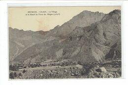 CPA ILE DE LA REUNION - CILAOS - LE VILLAGE ET LE MASSIF DU PITON DES NEIGES - 3069m - Réunion