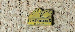 Pin's RUGBY Publicitaire UAP Réseau S Coupe Du Monde 20 Mai 1995 - Métal Doré - Fabricant Inconnu - Rugby