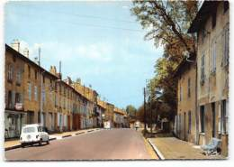 Coligny. Grande Rue. CPSM Edit Cim Renault 4L  Commerces - Frankreich