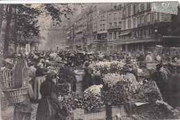 75 PARIS  Les Halles Le Carreau Des Fleurs ,vendeuses Avec Paniers De Fleurs - District 01