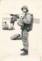 Carte-Photo : Portrait Parachutiste Français - Pau - Camp D'Astra (1963) (BP) - Guerre, Militaire