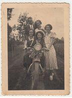 MOTO MOTORCYCLE NON IDENTIFICATA GRUPPO DI RAGAZZE - FOTO ORIGINALE ANNI 40? - Foto's