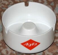 Très Beau Cendrier Des Années 50  AGFA - Aschenbecher