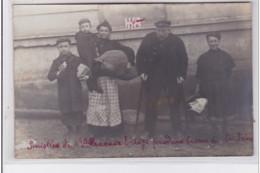 VILLENEUVE SAINT GEORGES : Carte Photo De Sinistrés Pendant La Crue De La Seine En 1910 (inondation) - Très Bon état - Villeneuve Saint Georges