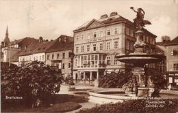 Bratislava Pred Divadlom Namestie Theaterplatz - Eslovaquia