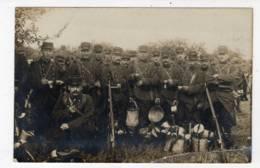 CARte Photo Sans Légende Montrant Une Section Au Bivouac,  Agrandissement Donne 74ème RI, Voyagée - Guerra 1914-18
