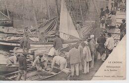 CPA Le Croisic - Débarquement De La Sardine (très Belle Scène) - Le Croisic