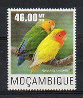 Parrots. Agapornis Roseicollis - Bird Stamp  (2014 Mozambique) - MNH (1W0848) - Papegaaien, Parkieten